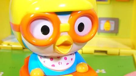 小企鹅啵乐乐来刷牙,要刷洁净哦。