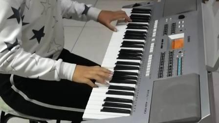 《洋娃娃之梦》演奏者:四年级优秀学员朱锦涵。