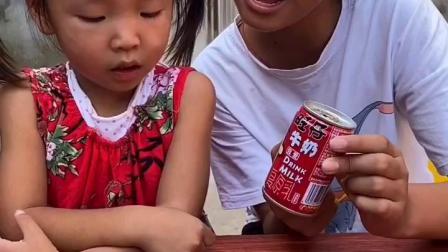童年趣事:姐姐咋这么欠呢,啥都不给我吃