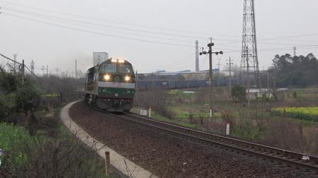 行包 X8715次 HXN50291 通过宁芜线K72KM采石站道口