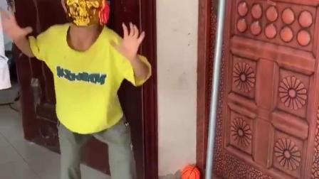 童年趣事:怪兽又出现了,快跑