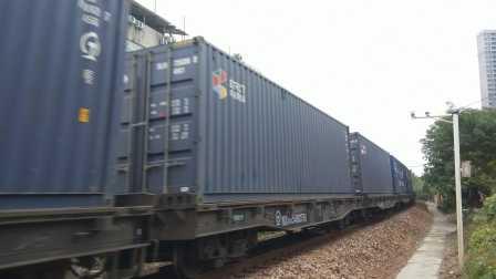 [宁芜铁路]X8717通过
