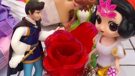 白雪和王子举行婚礼,女巫暗中帮助白雪!