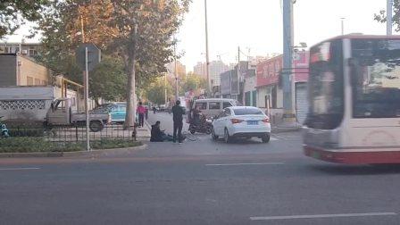 原创:实拍像这样的交通事故,到底是谁负全责 。
