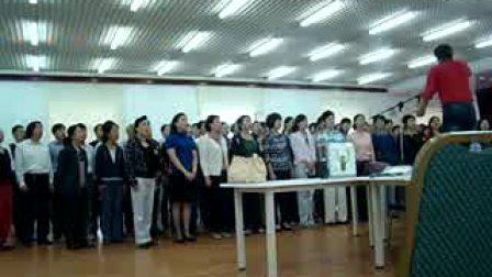 指挥家王延辉2009年在山东联通排练大合唱3