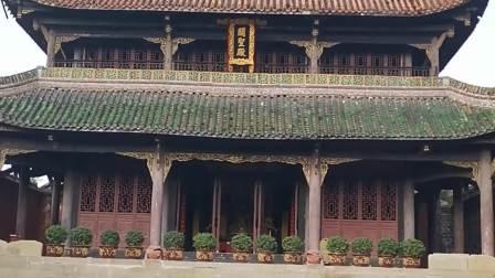 中国古建筑风格。黄家桉地师考察参观。