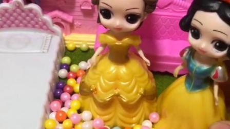 贝儿为什么要给白雪糖吃呢,对她这么好