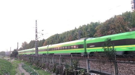 沪昆绕行线 D5495次通过杭州滨江区
