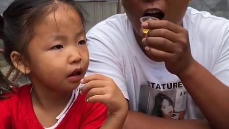 深刻的童年:爸爸真坏,把果冻都吃完了