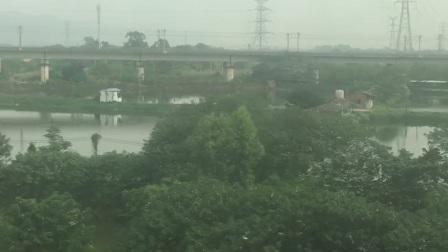 南广客专 D201次通过中国第三座骑跨式车站(肇庆东站)