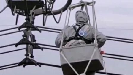特高压电网工人是如何在高空带电作业的   2020.11.25.