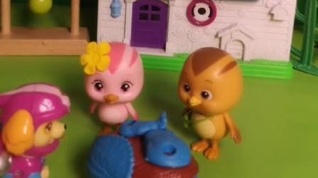 汪汪队的天天要和萌鸡小队做朋友,还带玩具,是一个变形玩具