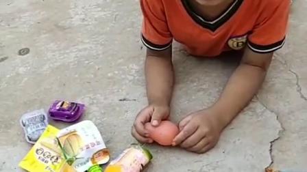 捣蛋的童年:弟弟怎么在哭呀?