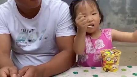 童年趣事:爸爸吃棒棒糖