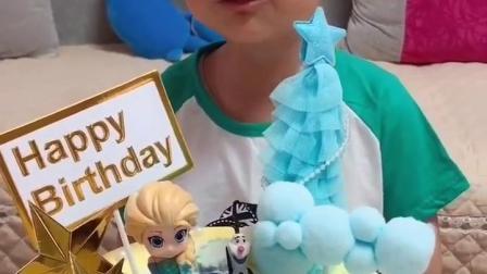 亲子乐事:谁过生日呀,好漂亮的蛋糕呀