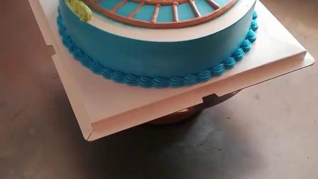 裱花师制作的托马斯蛋糕,看着就很精致