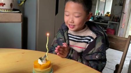 姐姐从城里买回来的蛋糕🎂,补过生日(21年4月)