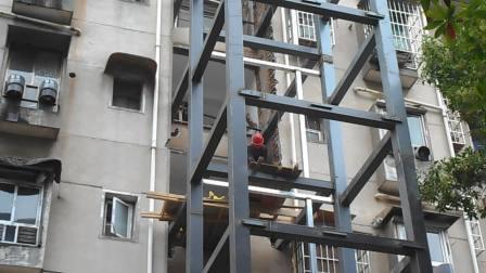 湘潭市板塘铺湘纺家属区居民楼加装电梯.AVI