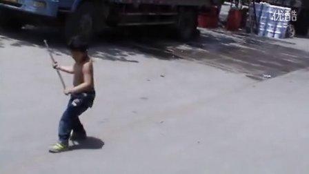 6岁1个月 康辉自创的铁棍棍术(哥不是传说 不要迷恋哥)