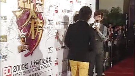 伍思凯出场 黄色长裤潮人范十足 13