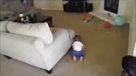 这样的妈妈也太坏了,宝宝都吓掉魂了!