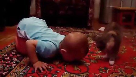 【绝对可爱】宝宝跟猫咪抢吃的,猫咪抢不过好可怜!【时光出品】