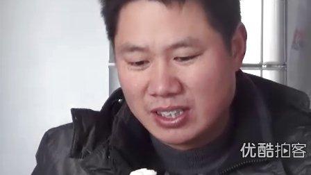 【拍客】不可思议,坚硬芝麻糖掘坏大牙