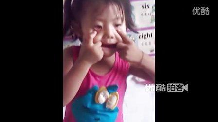 【手机拍客】3岁女童扮大灰狼滑稽表情吓人