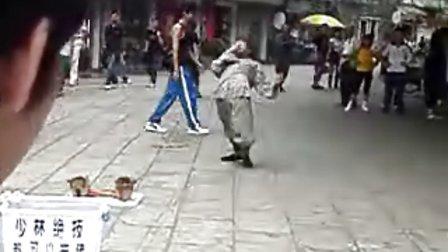 广州街头惊现少林弟子
