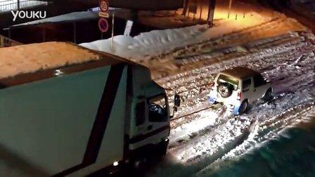 小SUV雪地拖拽卡车
