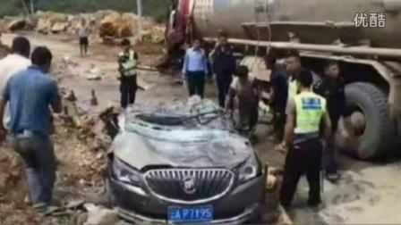 监控实拍:山路错车惨烈侧翻 大货车压扁小轿车 女司机2死1伤...