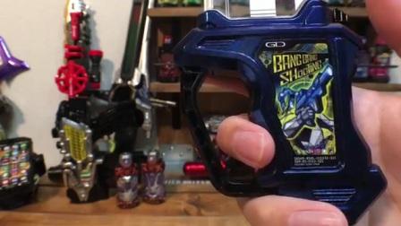 日本技術宅介紹重塗版假面騎士狙擊手(SNIPE)完結紀念臺詞版 DX終極火線對決卡匣 效仿劇中風格