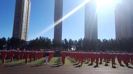 齐齐哈尔市神鹤起飞会员参加齐齐哈尔市龙沙区运动会500人神鹤起飞健身操表演