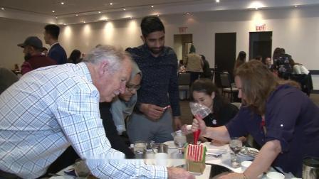 加拿大留学必看, 团队合作实例:瑞智学院教职员工的圣诞姜饼屋制作比赛