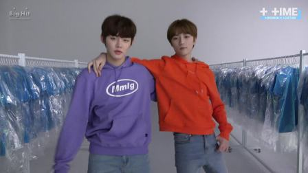 [T:TIME] Runway time! Models showed up in the studio! - TXT