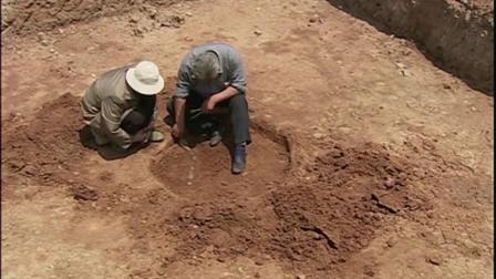 好不容易找到狮子山古墓不料却发现盗墓贼捷足先登