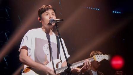 乐团领队李荣浩大秀《乐团》,走心歌唱感动全场!