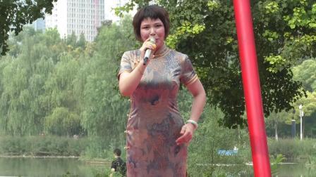 豫剧《香魂女》选段,优秀青年演员贾艳萍演唱,郑州市东方艺术团雕塑公园公益演出,录像马清林