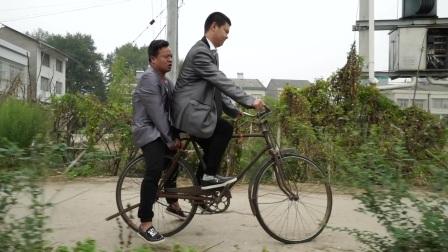 爆笑三江锅:两个憨头想搭亲戚的顺风车去喝喜酒,却被亲戚各种刁难,笑死个人