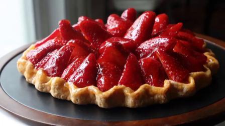 新鲜的草莓馅饼制作方法和食谱(蛋糕甜点教程食谱)