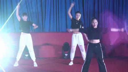 郎溪中学云舞飞扬第三季舞蹈大赛13舞蹈串烧:《花样青春》