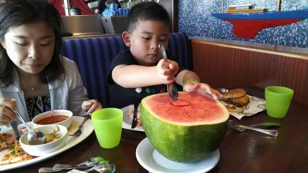 【6岁半】2-14哈哈嘉年华游轮,霸气下午茶半个西瓜VID_141448
