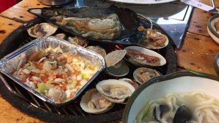 韩国东海边的烤贝壳 鲜出新高度