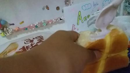 蓝莓酱面包