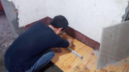 刘师傅贴地面瓷砖