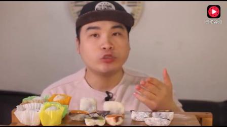 韩国大胃王吃水果糯米团, 脆脆的声音, 吃的津津有味