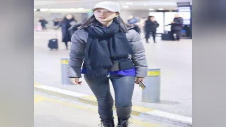 39岁倪虹洁现身机场,羽绒服配围巾帅翻,网友却说:能换条裤子?