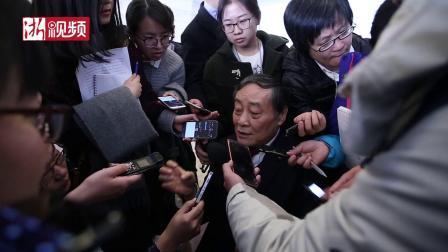宗庆后被两会记者包围 他说我和马云没矛盾