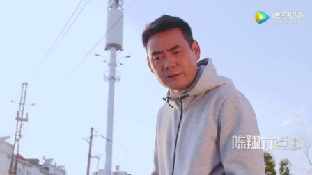 陈翔六点半: 碰瓷男偶遇前辈高手, 当场就要磕头认师傅
