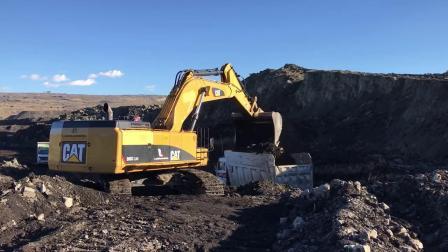 卡特385C L 挖掘机在煤矿工作